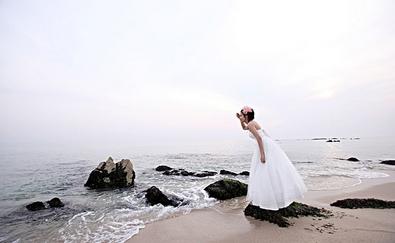 坡头壹号婚纱摄影馆承接婚纱摄影化妆花车录像